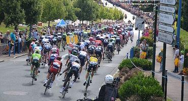 Parkings et super promos à côté des Champs-Élysées pour assister à l'arrivée du Tour de France in Parkingsdeparis