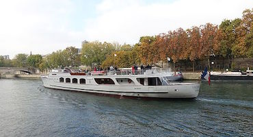Book your parking space before going for a cruise on the Yachts de Paris in Parkingsdeparis