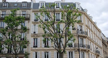 Book your parking place to go shopping on the avenue des Ternes or around this place in Parkingsdeparis