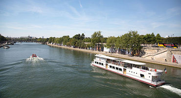 Before boarding the Bateau Ivre Maxim's, book your parking place! in Parkingsdeparis