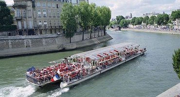 "Are you contemplating going on a cruise along the Seine with the company ""Bateaux Parisiens""? Have you thought of booking your parking place beforehand? in Parkingsdeparis"